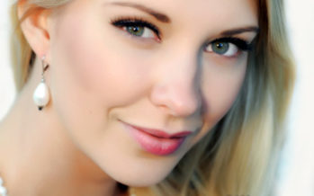 Miss Earth Denmark 2012 Belinda Jensen: The politicians need to take the first steps