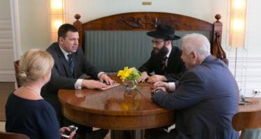 Estonian PM Jüri Ratas met with the Estonian Jewish Community's chairman Boris Oks and the cheif rabbi Šmuel Efraim Kot