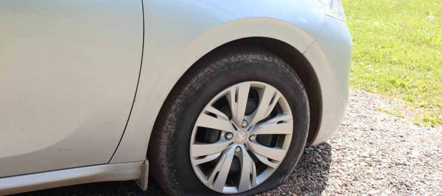 Helena-Reet: Vacation (vol5) – A broken tire, Marilyn Kerro, Hans H. Luik and consultation with Rabbi
