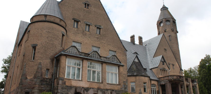 Helena-Reet: Sometimes I play with the idea of buying a manor house