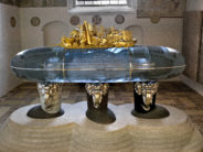 Denmark: HM The Queen's sepulchral monument is now set up at Roskilde Cathedral