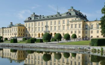 The Drottningholm Palace (Swedish: Drottningholms slott) – History + videos