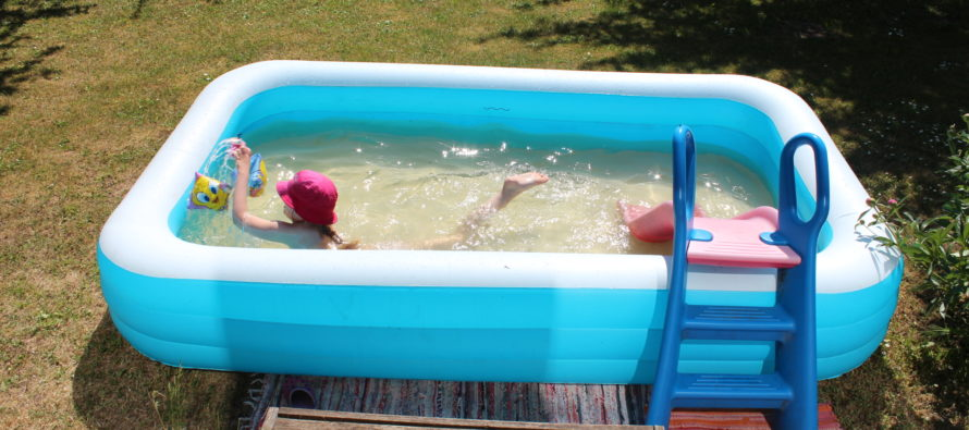Helena-Reet: Our children's summer – Toy house, swimming pool and home made dishes + PHOTOS!