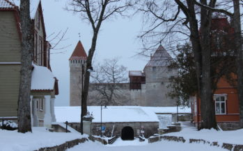 PICTURES from Saaremaa island in Estonia! Kuressaare (Historical buildings in city center, streets of old town,…) 24 Dec 2018