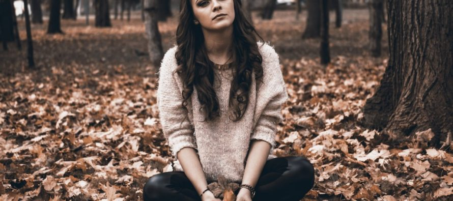 WHAT is masked depression and how can you spot its sneaky symptoms? + 15 HABITS of people with Concealed Depression