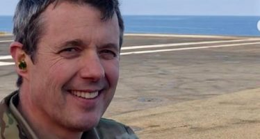 Crown Prince Frederik visits aircraft carrier Charles de Gaulle