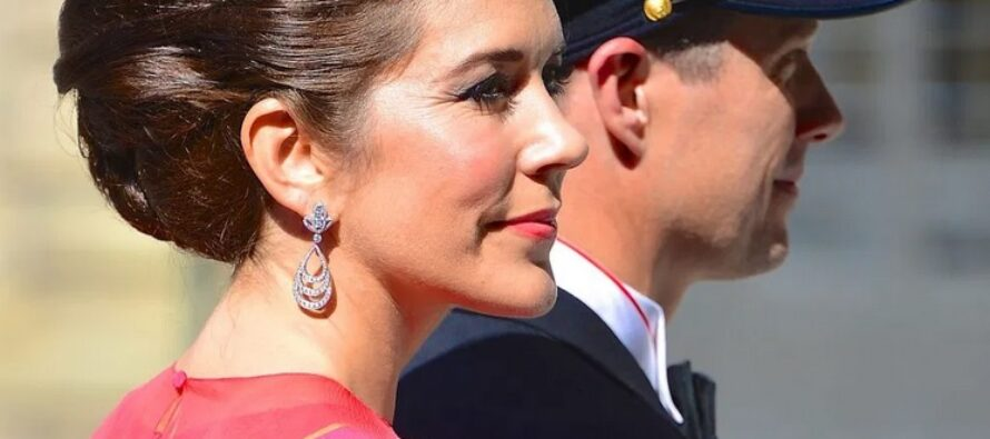 Denmark: Crown Princess Mary releases stingrays into Danish waters