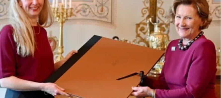 """Norway: Queen Sonja hands over the """"Queen Sonja Print Award"""""""