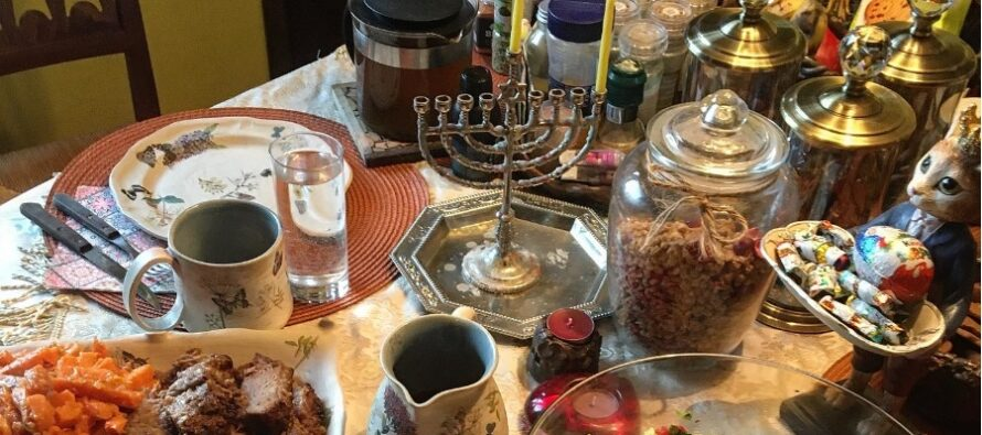 Helena-Reet: Hanukkah party table and the lighting of candles + RECIPE: rhubarb cheesecake with almonds